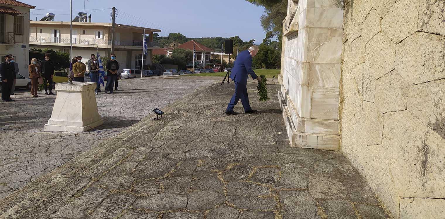Δήμος Ανδρίτσαινας - Κρεστένων: Προσκύνημα και κατάθεση στεφάνων στο Μνημείο Ηρώων Κρεστένων