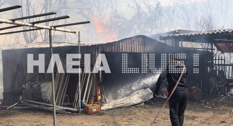 Πυρκαγιά στη Σπιάντζα - Καίγονται σπίτια