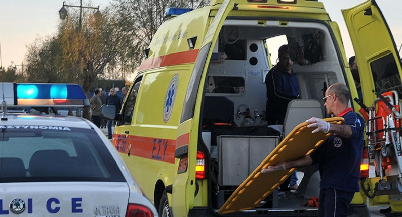 Πατρών - Πύργου: ΙΧ καρφώθηκε σε τρακτέρ