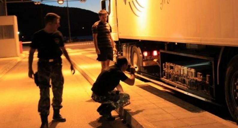 """""""Μπλόκο"""" του Λιμεναρχείου Πατρών σε φορτηγό με μετανάστες - Είχαν κρυφτεί ανάμεσα σε εμφιαλωμένα νερά"""
