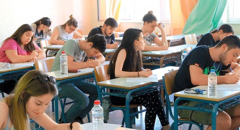Αλλάζουν όλα στην Παιδεία: Τέλος πανελλήνιες, προσευχή και παρέλαση - Χωρίς εξετάσεις στα ΑΕΙ