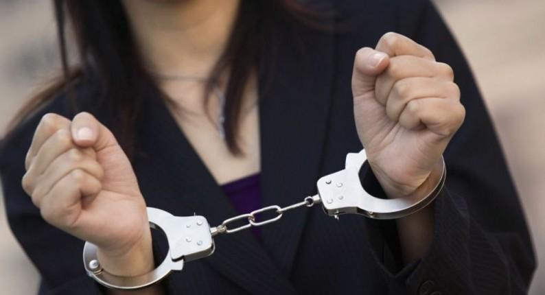 Σύλληψη 33χρονης για καταδικαστικές αποφάσεις