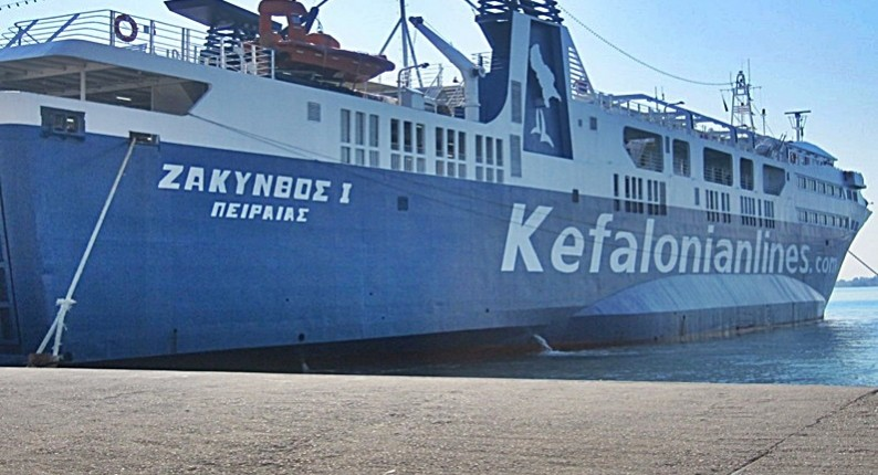 """Προσέκρουσε λόγω της κακοκαιρίας στο λιμάνι της Ζακύνθου το """"Ζάκυνθος Ι"""""""